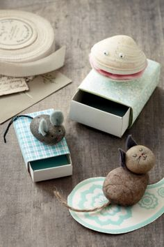 10 school holiday craft activities: pet pebbles/pet rocks #DIY #kids #children #cute