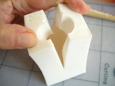 'Beginner's Basics' – Mouldmaking and casting Splitting a mold from molding and casting page by author David Neat. Plaster Crafts, Concrete Crafts, Diy Resin Crafts, Concrete Molds, How To Make Silicone, Diy Silicone Molds, How To Make Molds, Resin Molds, Silicone Rubber