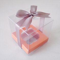 Caja de acetato individual para cupcakes con moño gris y base naranja stardream