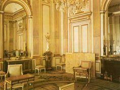 Rococo interior design louis xv rococo hotel de for Salle de bain louis xv versailles