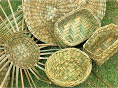 Rush baskets (no link) Flax Weaving, Willow Weaving, Rope Basket, Basket Weaving, Art Shed, Making Baskets, Bountiful Baskets, Sewing Crafts, Sewing Hacks