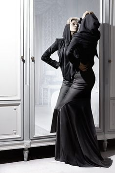 This would totally be me vogueing in the mirror.