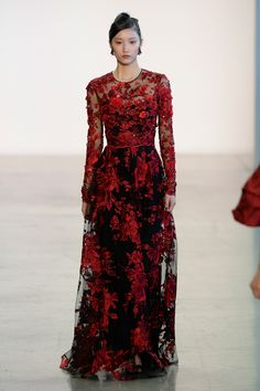 Badgley Mischka Fall 2018 Ready-to-Wear collection, runway looks, beauty, models, and reviews.