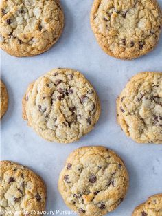 This chocolate chip cookie recipe yields deliciously thick, tender and Chewy Chocolate Chip Cookies that will stay chewy for days. via Sweet and Savoury Pursuits - Pavlova, Homemade Chocolate, Chocolate Recipes, Homemade Snickers, Mousse, Cheesecake Oreo, Cookie Recipes, Dessert Recipes, Bakery Recipes
