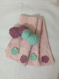 potholders Havlu ve renkli iekler Crochet Home Decor, Crochet Crafts, Crochet Yarn, Crochet Butterfly, Crochet Flowers, Crochet Potholder Patterns, Crochet Hooded Scarf, Crochet Towel, Learn Embroidery