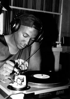 Q-Tip spinning vinyl | BruteBeats, Your Visual Radio Hip-Hop Experience likes this! www.brutebeats.com