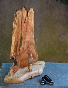 Wooden table lamp with vintage light bulb carved on poplar single piece. Wooden Table Lamps, Rustic Lamps, Bedside Table Lamps, Wood Lamps, Bedroom Lamps, Driftwood Furniture, Driftwood Lamp, Driftwood Projects, Vintage Light Bulbs