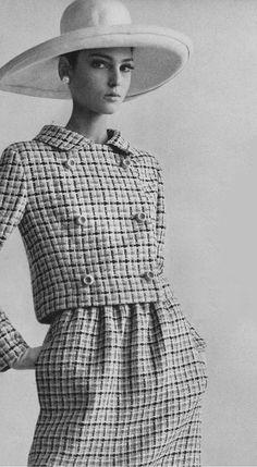 Benedetta Barzini Vogue 1965 Gianni Penati - she is so beautiful!
