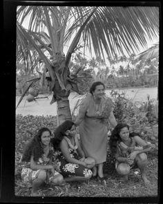 Aggie Grey with three unidentified women, Apia, Samoa - Alexander Turnbull Library