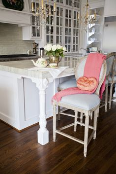 How to pick the right counter stools