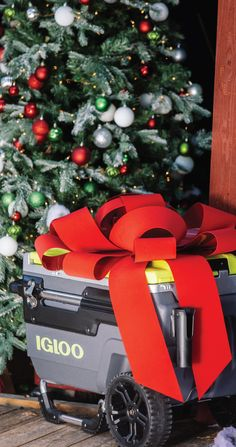 Put a big red bow on our Igloo Trailmate Cooler and it's ready to go under the tree – a must-have gift for rad Dads.