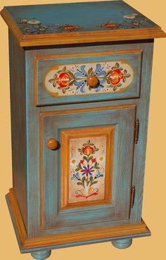 Retro Furniture Makeover, Funky Furniture, Vintage Furniture, Furniture Decor, Shabby Chic Shelves, Whimsical Painted Furniture, Norwegian Rosemaling, Furniture Painting Techniques, Mural Wall Art
