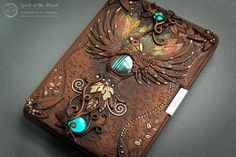 Incredibly detailed journal covers crafted entirely from polymer clay and… Fantasy Book Covers, Fantasy Books, Polymer Clay Projects, Polymer Clay Art, Polymer Journal, Style Steampunk, Steampunk Cat, Kindle Cover, Cover Books