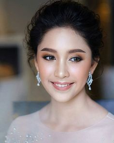 150 natural bridal makeup ideas for your wedding day - page 5 Bride Makeup Asian, Asian Wedding Makeup, Wedding Makeup For Brown Eyes, Bridal Makeup Looks, Natural Wedding Makeup, Bridal Hair And Makeup, Wedding Hair And Makeup, Bridal Beauty, Wedding Beauty