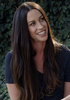 """Alanis Morissette: Fame """"Amplified"""" My Insecurities"""