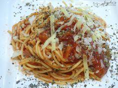 fischiscooking, spaghetti alla napoletana, spaghetti mit tomatensauce Spaghetti, Chili, Ethnic Recipes, Food, Al Dente, Mediterranean Kitchen, Credenzas, Fresh, Voyage