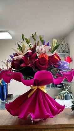 Pin on Floral arrangements Rose Flower Arrangements, Creative Flower Arrangements, Flower Centerpieces, Flower Decorations, Luxury Flowers, Exotic Flowers, Beautiful Flowers, How To Wrap Flowers, All Flowers