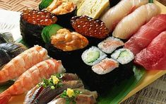 Uma pequena lista de peixes que são utilizados em sushi e sashimi : ANCHOVA ( MASU ) Peixe de água salgada, da mesma família da truta, possui uma grande mancha preta nas costas que some na época da desova. Possui carne com teor de gordura de médio a alto, saborosa e muito apreciada no Japão. �…