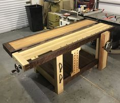 Split-Top Roubo Workbench - The Wood Whisperer Guild Tool Bench, Diy Bench, Bench With Storage, Tool Storage, Building A Workbench, Workbench Plans, Garage Workbench, Woodworking Bench Plans, Woodworking Shop
