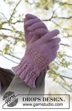 """Delilah - Knitted DROPS hat and scarf and gloves with lace pattern in """"BabyAlpaca Silk"""". - Free pattern by DROPS Design Knitted Mittens Pattern, Fair Isle Knitting Patterns, Knit Mittens, Knitted Gloves, Magazine Drops, Wrist Warmers, Knitting Accessories, Drops Design, Crochet Yarn"""