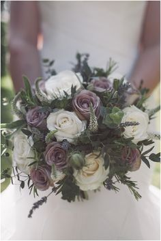 Antique rose bouquet | Image by Craig George Photography, read more http://www.frenchweddingstyle.com/rose-wedding-at-chateau-la-durantie/  #wedding