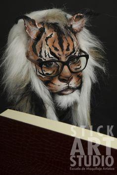 Maquillaje realizado por Mar Rodes, maestra de Stick Art Studio, escuela de maquillaje artístico en Barcelona. Maquillage Halloween, Halloween Makeup, Animal Makeup, Stick Art, Photoshop, Fantasy Makeup, Fauna, Body Paint, Face Art
