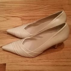 Aldo nude shoes Size 36 Aldo nude shoes. Small heel. Perfect for work. In great condition. Only worn to try on. ALDO Shoes Heels