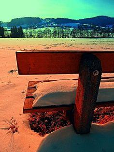 Enjoy the winter sun on a bench | landscape photography. Aigen-Schlägl, Austria / Österreich