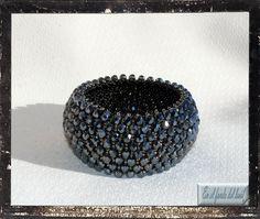 Nueva pulsera Capricho. Esta vez con facetadas checas de 4mm de color hematite. Todo un lujazo. Color, Bangles, Bangle Bracelets, Gemstones, Rings, Crystals, Colour, Colors