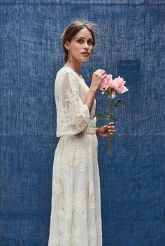 Maison Floret PHOTOS24019 Wedding Kimono, Boho Wedding Dress, Bridal Dresses, Wedding Gowns, Rustic Dresses, Moda Paris, Civil Wedding, Lovely Dresses, Wedding Styles