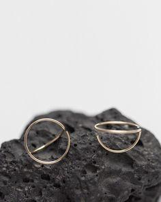 Arch Line | 14k gold earrings by Agata Bielen