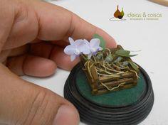 Miniatura de Cattleya walkeriana coerulea- feita em massa de modelar porcelana fria.