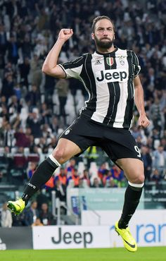 Juventus-Cagliari 4-0: poker bianconero, primo gol di Dani Alves - Tuttosport
