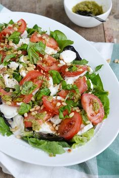Caprese salade - Brenda Kookt! Tasty Dishes, Side Dishes, Salade Caprese, A Food, Good Food, Mozarella, Salad Recipes, Healthy Recipes, My Favorite Food