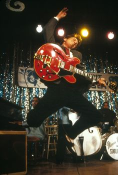 Marty McFly in Back To The Future with 1958 GibsonES-345 + Bigsby Vibrato. Ahead of his time!