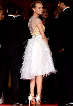 Diane Kruger at Cannes in Prabal Gurung ivory tulle and ostrich feather dress. One of the most stunning celeb style moments ever. Diane Kruger, Celebrity Red Carpet, Celebrity Style, Celebrity Dresses, Balmain, Diana, Valentino, Feather Dress, Prabal Gurung