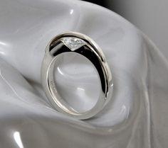 Silberring mit beweglichem Zirkonia. Wolf, Jewellery, Rings, Silver, Jewelery, Money, Jewlery, Ring, A Wolf
