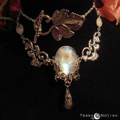 """Flora"" necklace, moonstone version     © www.atelierterranostra.net - please no reproduction without written consentment"