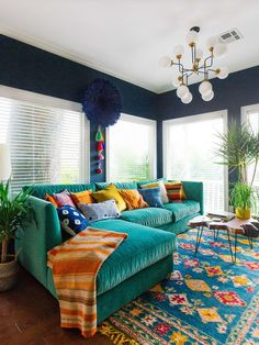 teal velvet sofa, navy walls We will continue to share the most beautiful and newest home decoration Colourful Living Room, New Living Room, Living Room Interior, Home And Living, Living Spaces, Colorful Couch, Living Area, Colorful Family Rooms, Small Living