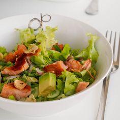 Salad with Pesto Salmon and Avocado - avocadopesto