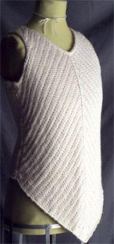 Tank top, der er lidt anderledes i udformningen. Den er meget anvendelig både alene og over en bluse. Strikket i bomuld. Ikke svær at gå til. Pinde 5.