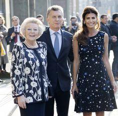 Máxima de Holanda y Juliana Awada, dos reinas del estilo cara a cara Three Daughters, Royal Princess, Queen Maxima, Reyes, Role Models, Royalty, Street Style, My Style, Outfits