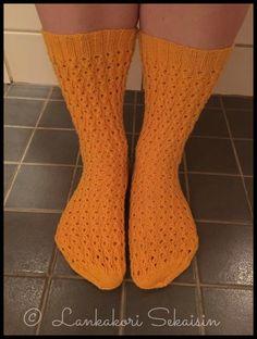 Magdaleena-socks Womens Wool Socks, Knitting Socks, Knitting Ideas, One Color, Colour, Yarn Colors, Sock Shoes, Mittens, Legs