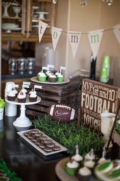 Football themed decor #FootballForTheLadies | Great Party Ideas