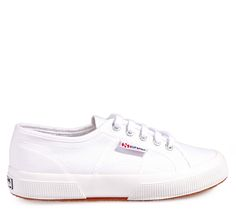 SUPERGA White Canvas Unisex Low-cut Shoes with Laces. Υφασμάτινα λευκά παπούτσια με κορδόνια.