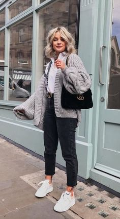 winter outfits 2020 Looks com Cardigan, Look com cardigan , look cardigan Winter Fashion Outfits, Fall Winter Outfits, Look Fashion, Spring Outfits, Autumn Winter Fashion, Womens Fashion, Fashion Black, Autumn Look, Trendy Fashion