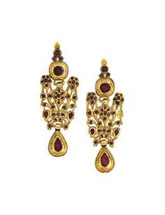 PAIR OF LATE 18TH CENTURY CATALAN GOLD AND GARNET EARRINGS