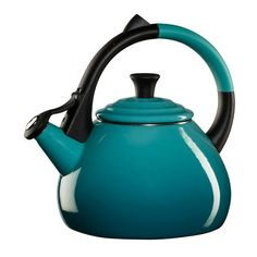 Le Creuset Caribbean Steel Oolong Kettle (2.525 UYU) ❤ liked on Polyvore featuring home, kitchen & dining, cookware, enamel kettle, steel kettle, steel tea kettle, enamel tea kettle and enamel cookware