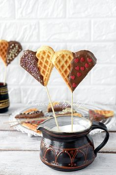 Recipe for heart waffles on a stick. Heart waffles on a stick for Valentine's Day or Kin . Valentines Day Memes, Valentines Day Greetings, Valentines Day Dinner, Valentines Day Desserts, Valentines Day Decorations, Alcoholic Drinks Keto, Waffle Sticks, Waffles, Sugar Sprinkles