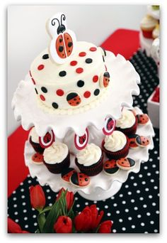 flower and ladybug cakes | Ladybug Cupcakes are Cute Cupcakes for Kids or Spring and Summer ...